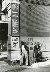 Memphis. Une friperie, un préteur sur gage et un hotel de seconde zone (Marion Post Wolcott) - Muzeo.com