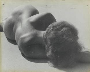 Nu féminin allongé (Raoul Hausmann) - Muzeo.com