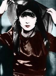 Portrait de la comedienne americaine Louise Brooks (1906-1985) dans le film Loulou (Die Busche der Pandora) de Georg Wilhelm Pabst (Umberto anonyme) - Muzeo.com