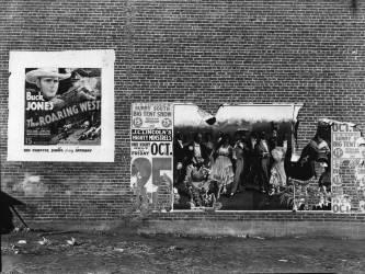 Show poster in Alabama town (Walker Evans) - Muzeo.com
