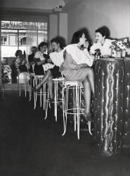 UN INSTITUT DE BEAUTE FACON BAR A PARIS VERS 1938 (Keystone) - Muzeo.com