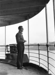 Vittorio Vidali lors d'un voyage près de Moscou, Union Soviétique (Tina Modotti) - Muzeo.com