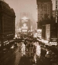Soirée d'hiver, Times Square, Broadway, New York, début des années 30 (Anonyme) - Muzeo.com