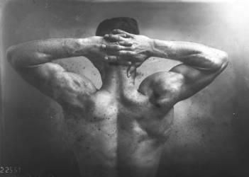 Gordon Dukes [vue des muscles dorsaux du perchiste américain] (Agence Rol) - Muzeo.com