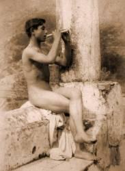 Etude d'un garçon jouant avec une flûte (Wilhelm von Gloeden) - Muzeo.com