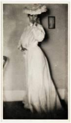 Femme en blanc (Clarence Hudson White) - Muzeo.com
