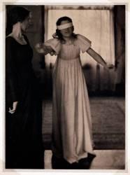 Femmes jouant à colin maillard (Clarence Hudson White) - Muzeo.com