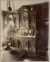 Intérieur d'un employé aux magasins du Louvre (Eugène Atget) - Muzeo.com