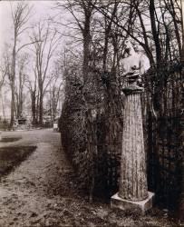 Jardins de Versailles : vue du bosquet de l'Arc de Triomphe en 1904 (Eugène Atget) - Muzeo.com