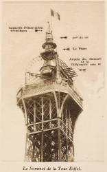 Le Sommet de la Tour Eiffel (Neurdein Frères) - Muzeo.com