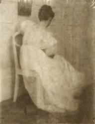 Mary Warner sur une Chaise Blanche (Heinrich Kühn) - Muzeo.com