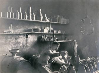 Office au vin de l'Hôtel des Invalides vers 1895 (Maurice Couture) - Muzeo.com