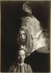Photographie spirite (médium et spectres) (Anonyme) - Muzeo.com