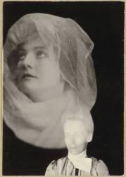 Photographie spirite (médium et spectre de femme) (Umberto anonyme) - Muzeo.com