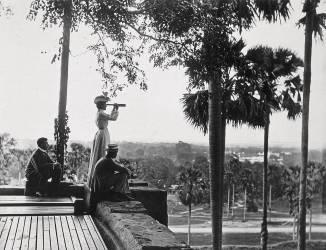 Lapagode du Shwe Dagon, le repos du pèlerin en Birmanie (Vincent Clarence Scott...) - Muzeo.com