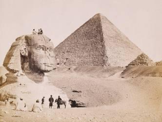 Guides egyptiens avec des touristes européens devant le Sphinx en 1867 (anonyme) - Muzeo.com
