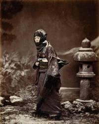 Femme en costume d'hiver (Stillfried & Andersen) - Muzeo.com