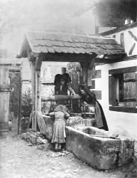 Jeunes Alsaciennes au puit (Adolphe Braun) - Muzeo.com