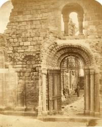 Ruines d'église avec trois hommes (Roger Fenton) - Muzeo.com