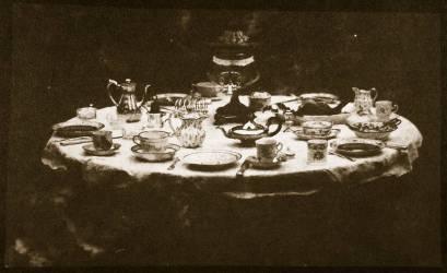 Une table élégante (William Henry Fox Talbot) - Muzeo.com