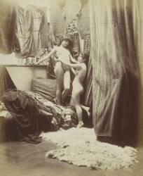 Deux jeunes filles nues dans une chambre, décor oriental (Anonyme) - Muzeo.com