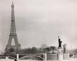 La Tour Eiffel avec la statue de la Liberté (Anonyme) - Muzeo.com