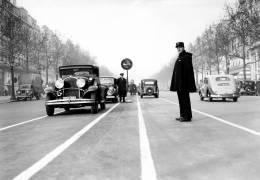 Agent de la circulation à Paris, années 30 (anonyme) - Muzeo.com