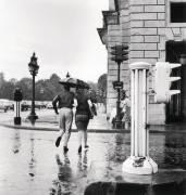 LA PLUIE A PARIS EN ETE 1963 (Keystone) - Muzeo.com