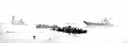 Mékong en brume – Les deux pirogues - Vietnam (Lacène Chrystèle) - Muzeo.com