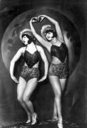 Femme danseuses de cabaret (Umberto anonyme) - Muzeo.com