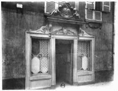 Entrée d'un bordel à Paris, 106 rue de Suffren (Eugène Atget) - Muzeo.com