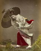 Femme surprise par la pluie (Kusakabe Kimbei) - Muzeo.com