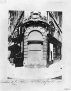 Fontaine de la Reine, rue Saint-Denis, Paris (Eugène Atget) - Muzeo.com