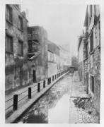 La Bièvre, ruelle des Gobelins, Paris (Eugène Atget) - Muzeo.com