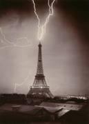 La Tour Eiffel foudroyée (Loppé Gabriel) - Muzeo.com