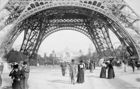 Tour Eiffel, Paris. Exposition universelle de 1900 (Umberto anonyme) - Muzeo.com